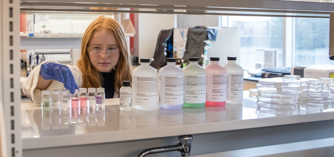 Chemical engineering student works in lab.